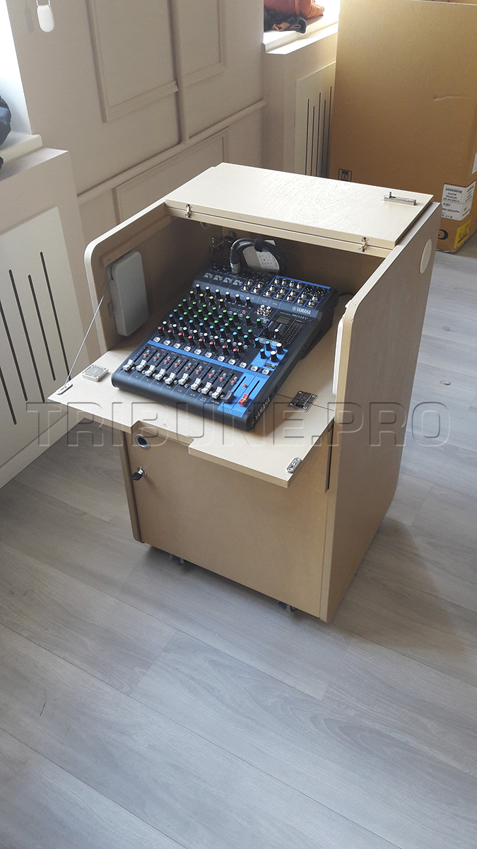 Тумба звукорежиссера с микшерным пультом Yamaha mg12xu