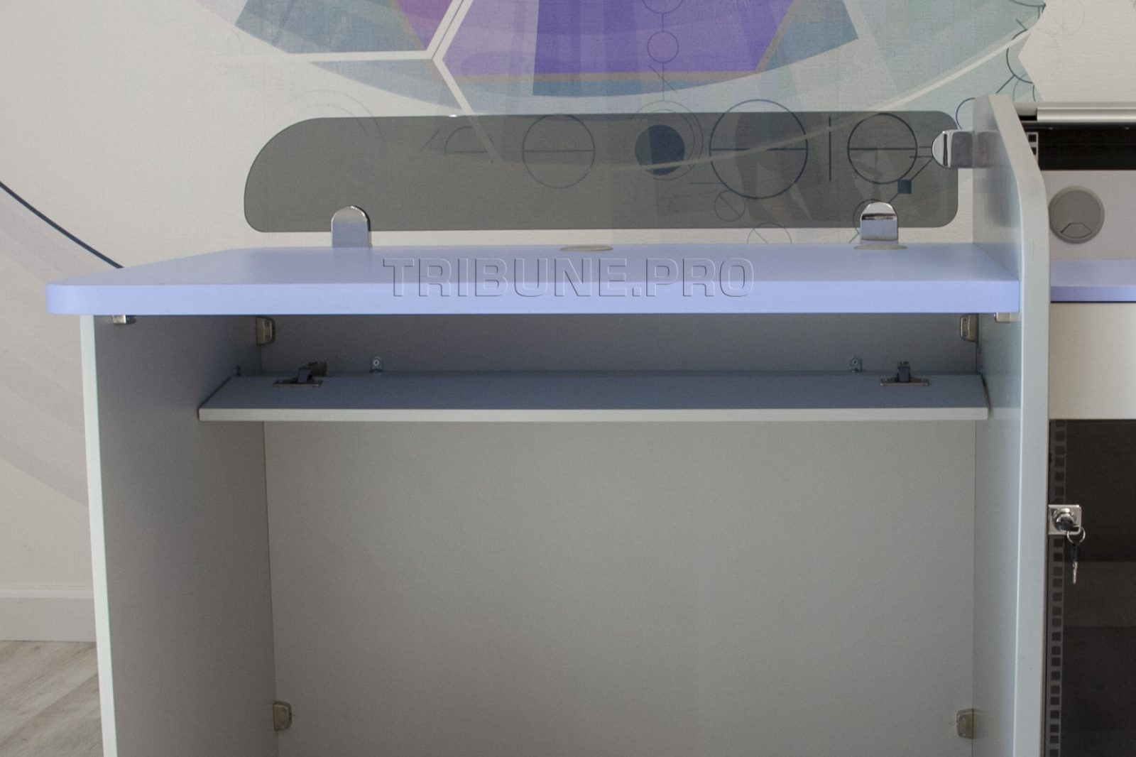 Лоток для кабелей под столом