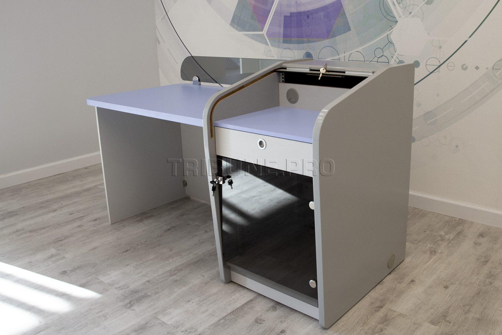 Рабочий стол звукорежиссера с роллетой