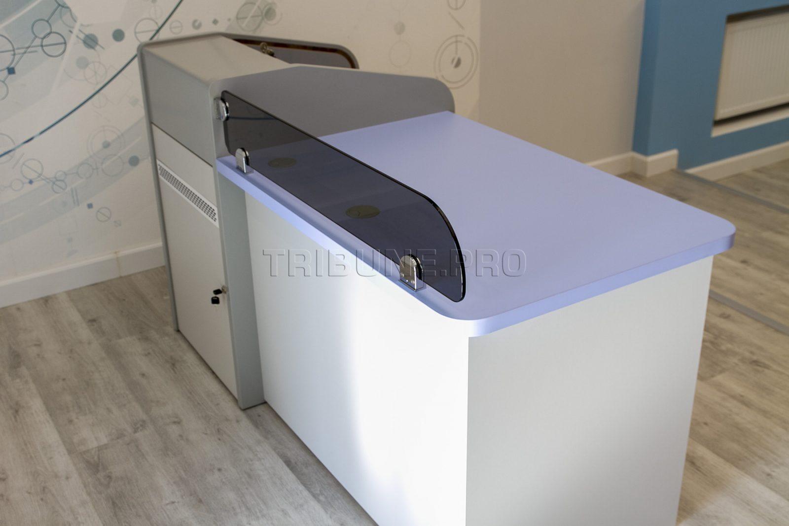 Стол звукооператора с рэковым шкафом