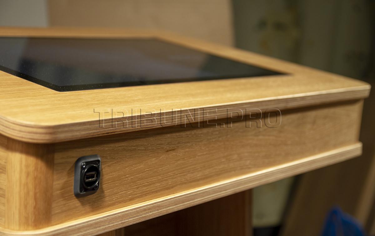 Трибуна со встроенным компьютером и USB разъемом