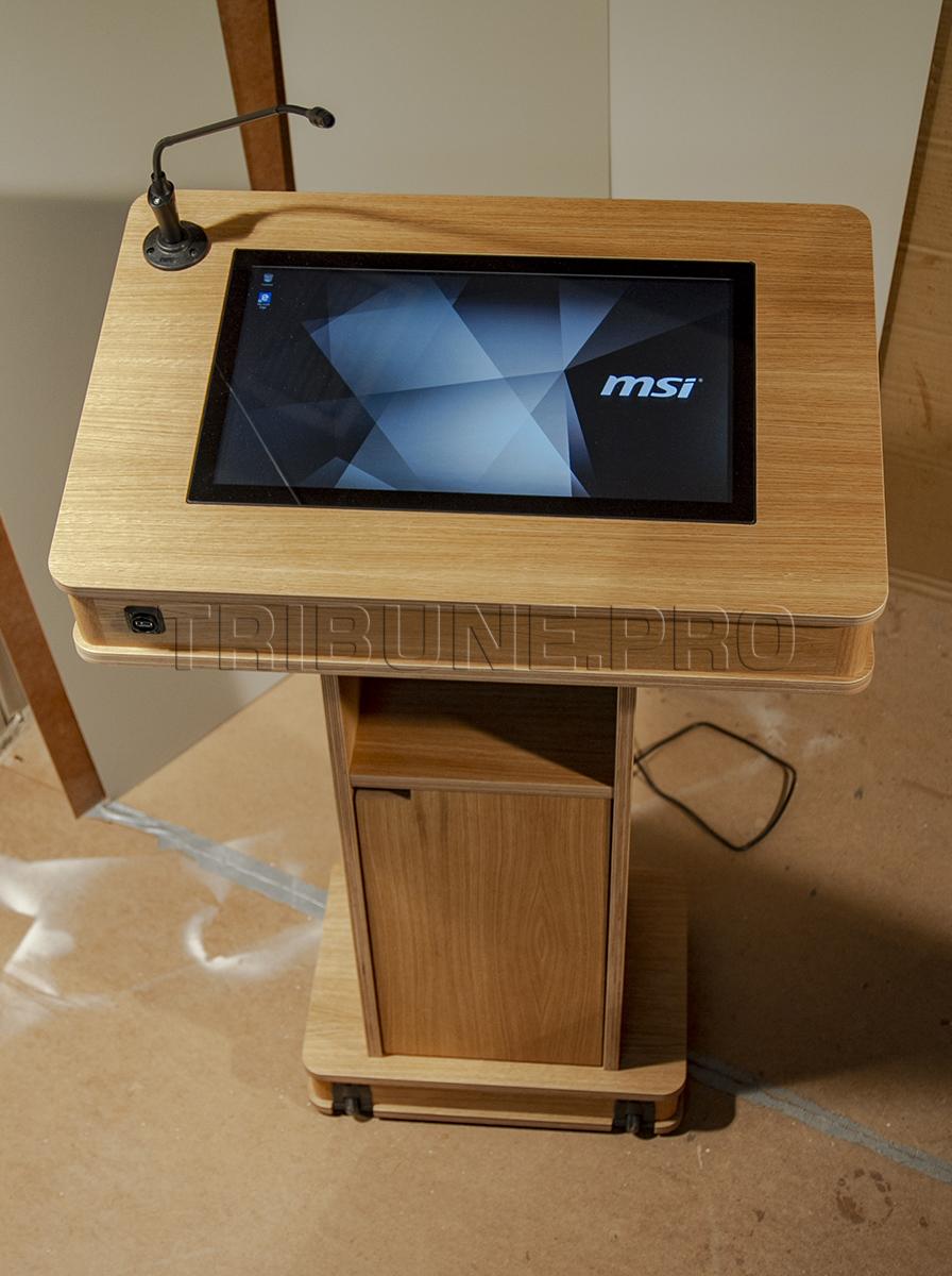 Интерактивная трибуна Рута, со встроенным компьютером